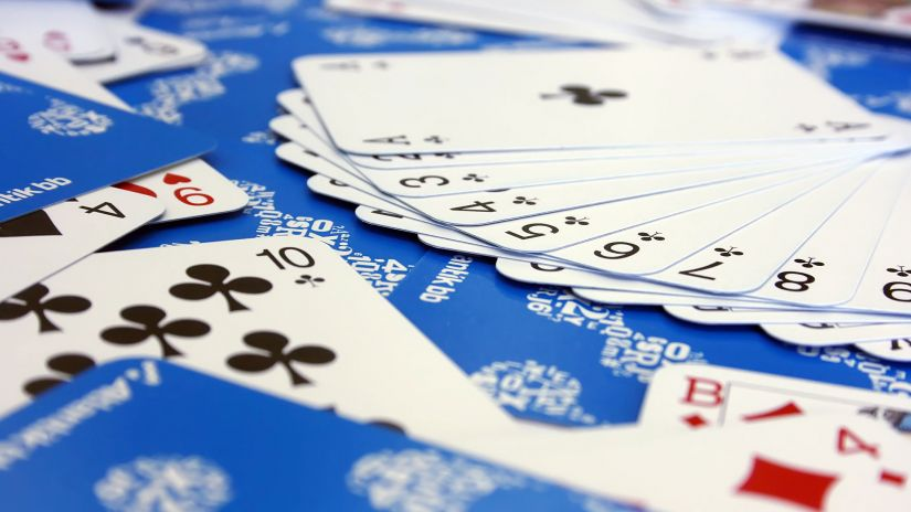 Rokovnici, reklamne kutije sa listićima i igrače karte